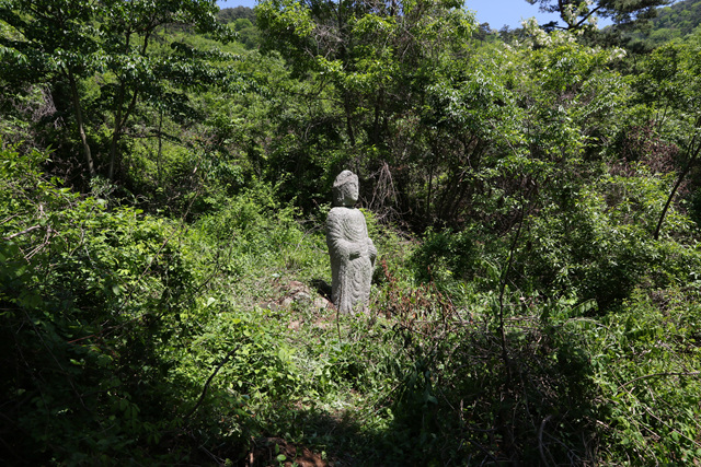 전북_남원_유암리사지_전경_및_석불입상.jpg