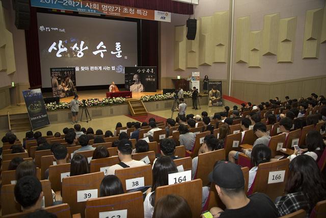 기독교 영화 만든 비구니 스님, 동국대서 특강2.jpg