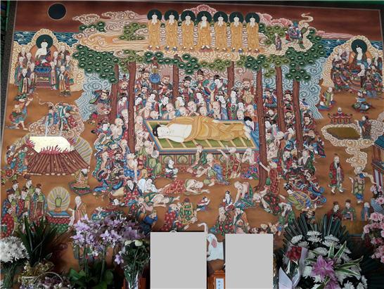열반도. 영정 사진 뒤에 부처님의 열반을 슬퍼하는 동물이 가득합니다.png