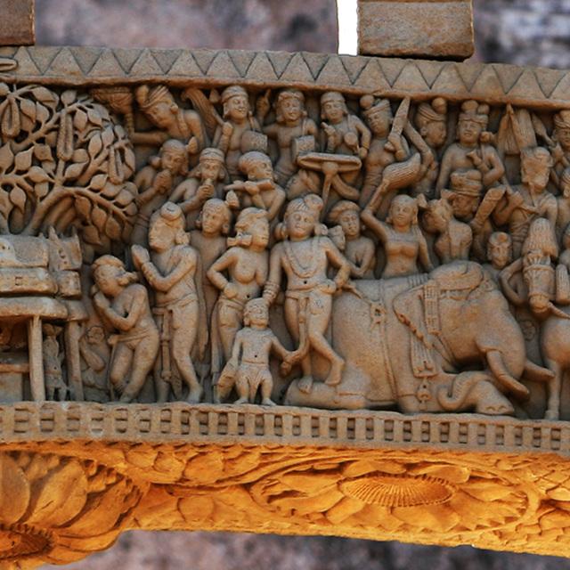 부처님의 성도지 보드가야를 참배하는 아쇼카왕의 모습. 약 1세기경. 산치대탑 제1탑 동쪽 문 패널의 부조.jpg