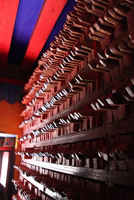 티벳덕격인경원목판수장고.jpg