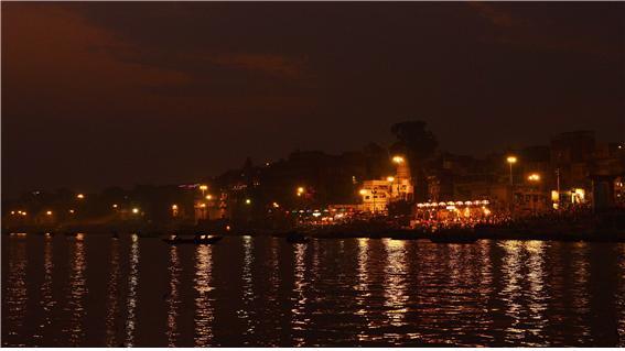 갠지스 강은 힌디어로 강가(Ganga)이고 한자로는 항하恒河라고 한다. 불교경전에서 종종 언급되는 '항하사恒河沙'란 '갠지스 강의 모래알'을 의미하고, '셀 수 없이 많다'는 것을 비유할 때 쓰인다.jpg