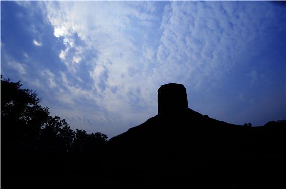 영불탑(차우칸디Chaukhandi 스투파) 사르나트.jpg