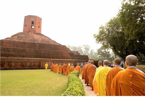 석가모니 부처님과 다섯 비구가 처음 만난 장소. 영불탑으로 이어지는 수행자들의 순례.jpg