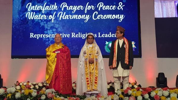 종교지도자들을 대표하여 인사말을 하고 있는 편백운 총무원장스님.jpg