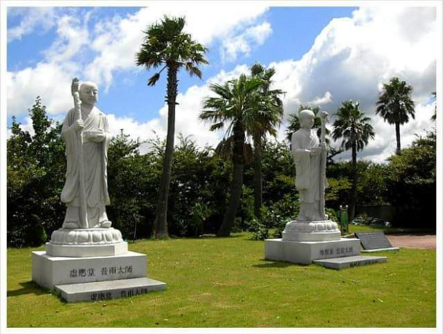 보우스님과 환성지안스님 동상이다..jpg