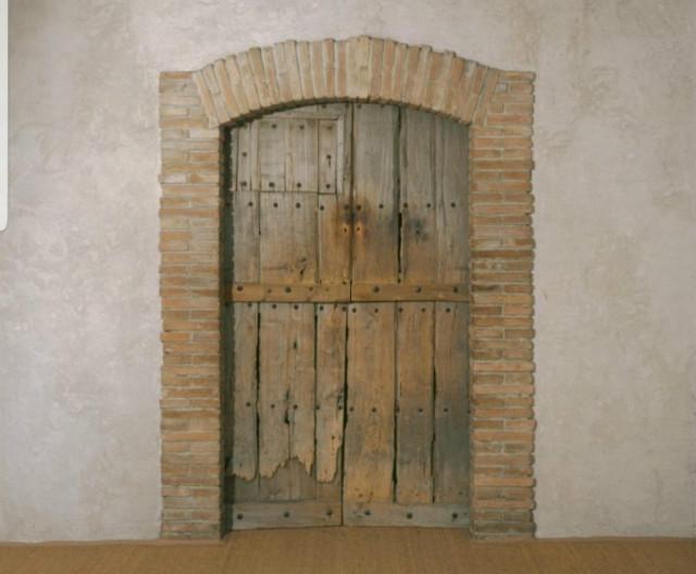 뒤샹 부부가 스페인 여행중 시골 농가에서 발견하고 가져온 에탕 도네의 비밀스런 문.jpg