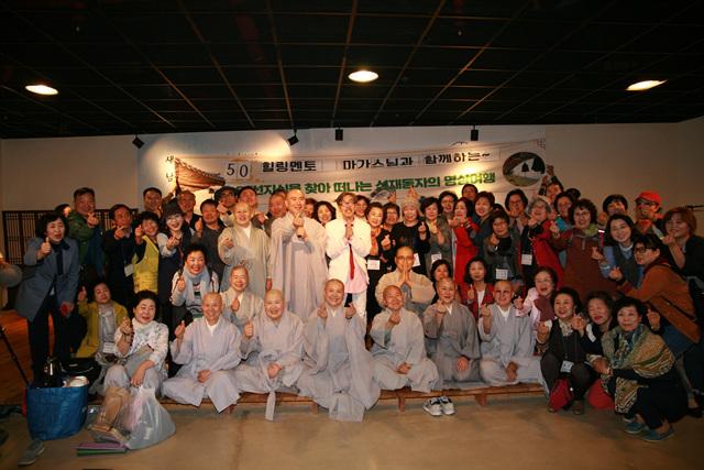 이외수 작가와 사부대중의 단체사진.jpg