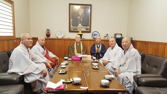 일한불교교류협의회 부회장 시바타 테츠겐스님 회동.jpg