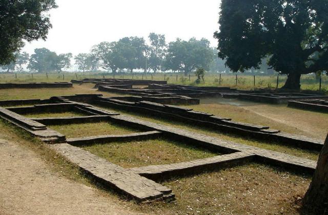 (0-주거住居)あるいは왕궁(王宮)-現ネパール(Palast) in Kapilvastu.jpg