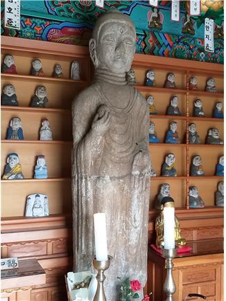 미륵부처님과 나한.jpg