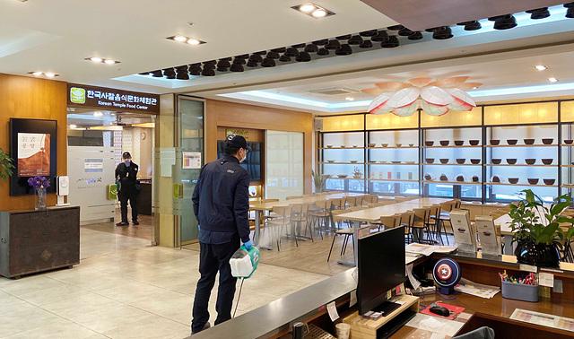 한국사찰음식문화체험관 방역모습(1).jpg