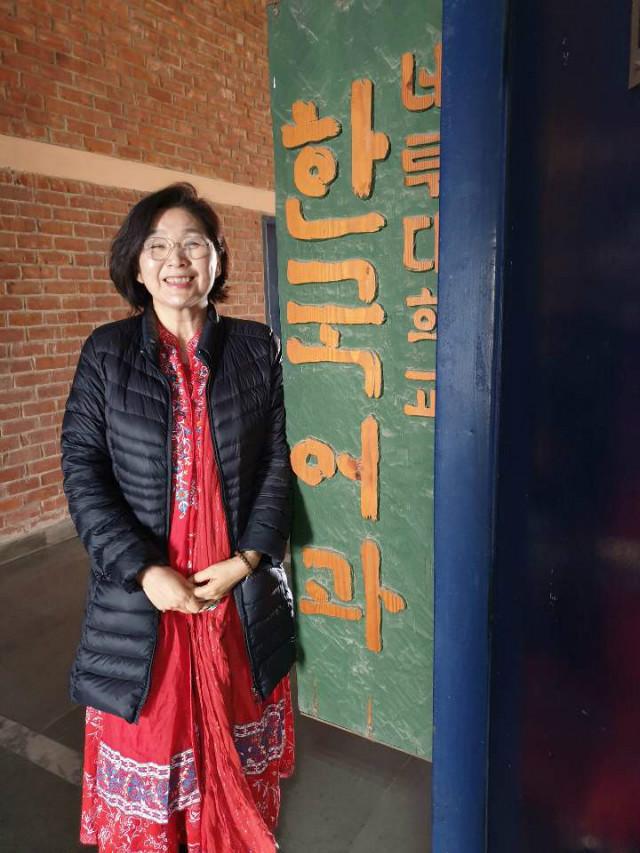 한국학과 사무실 앞에서.jpg