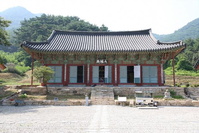 안동 봉황사 대웅전이 보물로 지정 예고됐다. 사진은 대웅전 전경..jpg