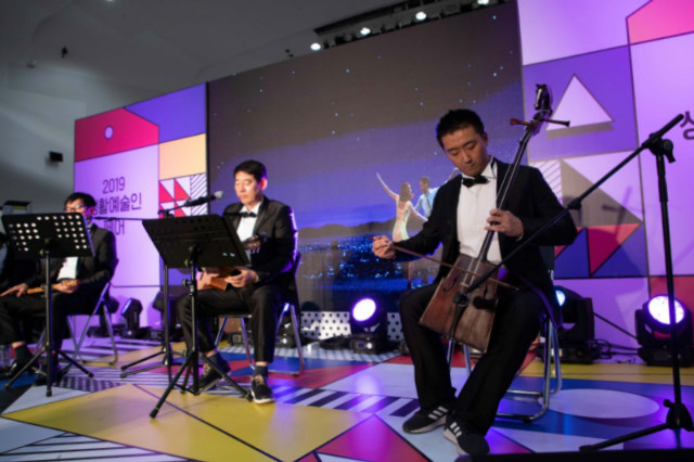 [사진자료]작년 10월 동대문디자인플라자에서 개최된 '2019 생활예술인 페어' 공연 모습.jpg