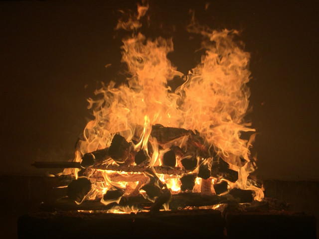 fire-pyre-element-ashes-cremation-firewood-918630.jpg