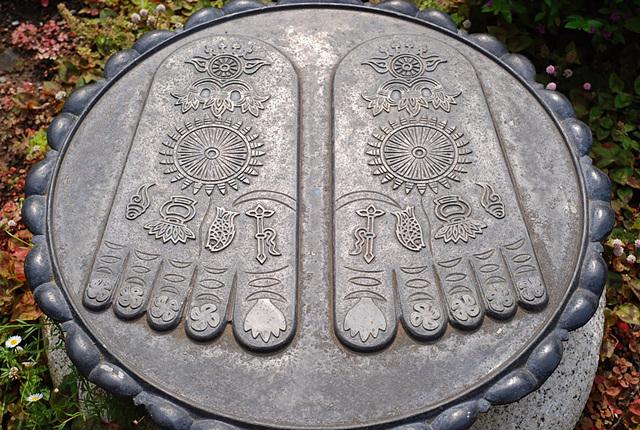 buddha-feet-1.jpg